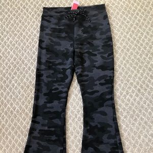 Sundry Camo Kick Flare Pant Size 2 (M) NWT
